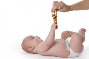 חשוב לא לגרום לעודף גירויים בקניית כמות גדולה של צעצועים לתינוקות מגיל 0